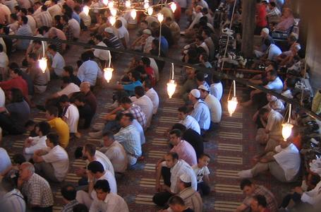 Cfarë duhet të bësh kur futesh në xhami ditën e premte?