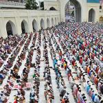 Kush po ja prish namazin muslimaneve në xhamia?