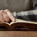 Sa herë që të jesh i mërzitur, apo në hall, mos humb kohë, thuaj këtë lutje profetike që të gjesh zgjidhje,qetësi dhe shpresë :