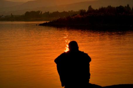 Lutja e largimit të ankthit dhe trishtimit dhe kuptimi i bukur i saj